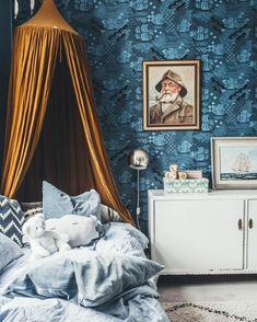Как выбрать картины для интерьера | Legko.com Tapestry, Curtains, Painting, Design, Home Decor, Hanging Tapestry, Tapestries, Blinds, Decoration Home