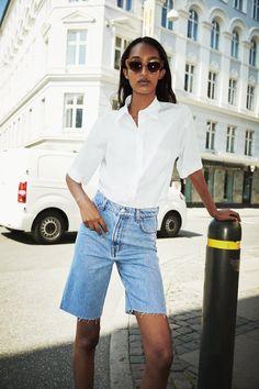 ZW PREMIUM THE '90S BERMUDA SHORTS IN SERENITY BLUE | ZARA Spain Bermuda Shorts Outfit, 90s Shorts, Denim Shorts Outfit, High Waisted Shorts, Mode Outfits, Fashion Outfits, Jean Short Outfits, Shorts Longs, Short Court