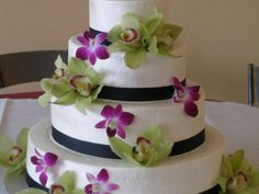 Very pretty with Calla Lilies and Roses