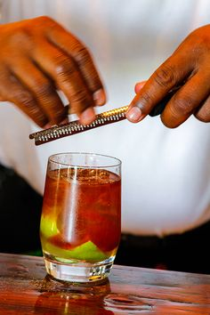 Antiguan Old Fashioned Rum Punch Food - Old Fashioned Rum Punch Recipe Alcoholic Punch Recipes, Rum Punch Recipes, Alcohol Recipes, Alcoholic Beverages, Drink Recipes, Caribbean Drinks, Caribbean Recipes, Refreshing Summer Cocktails, Frozen Cocktails