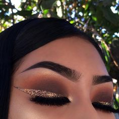 Glitter neutral make up glam look yellow brown silver Makeup Goals, Makeup Inspo, Makeup Inspiration, Makeup Tips, Beauty Makeup, Cute Makeup, Prom Makeup, Eyeshadow Looks, Brown Eyeshadow
