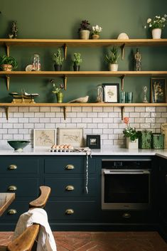 Red and Green Kitchen Idea. Red and Green Kitchen Idea. 31 Green Kitchen Design Ideas Paint Colors for Green Kitchens Home Decor Kitchen, New Kitchen, Kitchen Interior, Kitchen Modern, Green Kitchen Walls, Kitchen Tips, Kitchen Colors, Kitchen Layout, Blue Kitchen Ideas