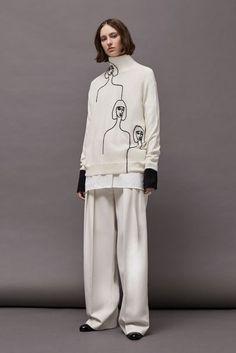 Victoria Victoria Beckham Autumn/Winter 2017 Ready to Wear Collection | British Vogue