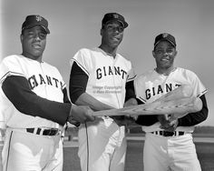 San Francisco Giants sluggers, Jim Ray Hart, Willie McCovey, and Willie Mays pictured in by Ron Riesterer) Negro League Baseball, Tigers Baseball, Giants Baseball, Sports Baseball, Baseball Players, Baseball Jerseys, Baseball Cards, Football, San Francisco Baseball