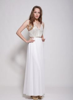 This amazing broken white bohemian wedding dress with beautiful lace top with golden lining and flowy skirt ,will be perfect foe a beach wedding or garden wedding.effortless for a laid back wedding .  ✦ Standard length of the dress is 143 cm from tip of shoulder to floor- if you want the dress longer just note ✦ Two layers of fabric : Top - lace and nude color lining Skirt - delicate mesh and stretch rayon lining ✦ It takes me about 10 days to make a wedding dress according ones…