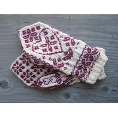 Floral Heart Mittens Knitting pattern by Jessie McKitrick | Knitting Patterns | LoveKnitting $4.36