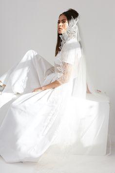 The Best Places To Buy Bridal Veils | OneFabDay.com Headpiece Wedding, Wedding Veils, Bridal Headpieces, Wedding Dresses, Short Veil, Lace Veils, Elegant Bride, Bridal Accessories, Fascinator