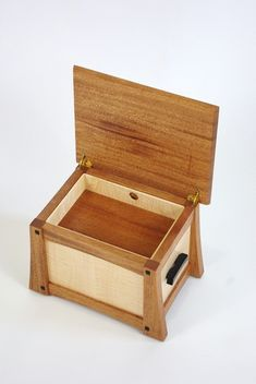 Custom Keepsake Boxes, Urns and Flag Cases from Solid Woods - Rugged Cross Fine Art Woodworking