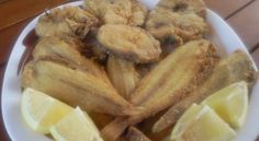Platos combinados  frito de merluza y acedías