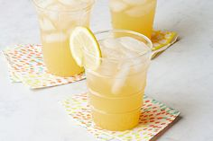 Moscow Mule – Whip up these non-alcoholic Moscow Mules for your next party! Enjoy the tastes of refreshing ginger beer mixed with COUNTRY TIME lemonade and fresh lemons. This drink is ready in just 5 minutes. Cocktail Drinks, Cocktails, Refreshing Drinks, Cold Drinks, Yummy Drinks, Fruit Drinks, Yummy Food, Kraft Recipes, Parties