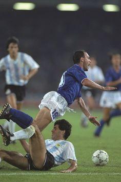 """Curiosidades da Copa: 1990 - árbitro """"catimba"""" semifinal"""