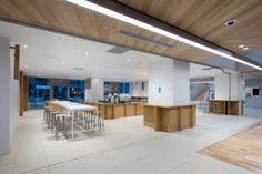 Image 8 of 12 from gallery of Blue Bottle Coffee Shinjuku Cafe / Schemata Architects. Photograph by Takumi Ota Diy Interior Doors, Cafe Interior Design, Interior Trim, Cafe Design, Cafe Bar, Cafe Restaurant, Visual Merchandising, Japan Interior, Blue Bottle Coffee