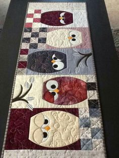 How To Make A Rag Quilt DIY, 3 Easy Beginner's Tutorials; These quilts are gorgeous, rag quilting is my favorite technique by. Owl Quilts, Bird Quilt, Animal Quilts, Baby Quilts, Table Runner And Placemats, Table Runner Pattern, Quilted Table Runners, Small Quilts, Mini Quilts