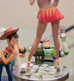 Los protagonistas de Toy Story drogados y en plena fiesta hasta arriba de todo...