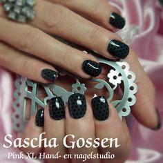 #CND #Shellac #CNDShellac #nailart #naildesign #nails #dots #Asphalt #grey #dots #stamps #black