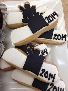 Graduation Cookies #livaysweetshop #sweetshop #goodies #bakery #barkeynj #livaygoodies #cupcakes #cakesnj #cupcakesnj #cakepops #customcakes #fondantcakes #fondant #cakes #chocolates #plainfieldnj #icecreamshop #candybuffet   #candytable #candybar #gumballnecklaces