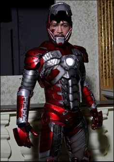 Character: Iron Man (Tony Stark) / From: MARVEL Studios 'Iron Man 2' / Cosplayer: Unknown