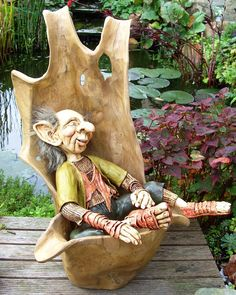 Troll in wooden chair by Gniffies on DeviantArt Elf Doll, Troll Dolls, Fairy Dolls, Forest Creatures, Magical Creatures, Fantasy Creatures, Sculpture Clay, Sculptures, Forest Elf
