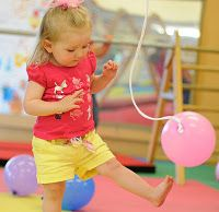 balloon play to develop hand eye coordination - - Re-pinned by @PediaStaff – Please Visit http://ht.ly/63sNt for all our pediatric therapy pins