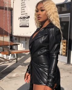 YOOWIGS Royal Film HD Lace lace front wigs ombre blonde silky straight human hair wigs bleached knots and baby hair Blonde Hair Black Girls, Brown To Blonde, Blonde Ombre, Red Mini Skirt, Silky Dress, Human Hair Wigs, Dark Hair, Lace Front Wigs, Dark Roots