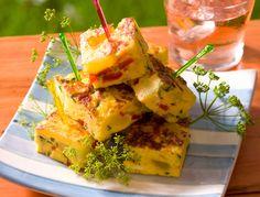 Et si on partait en Espagne le temps d'une soirée ? Pour cela, optez pour un apéro dînatoire spécial tapas. Véritable phénomène, les bars spécialisés ne cessent de fleurir un peu partout dans le monde. A la maison, lancez-vous dès maintenant grâce à notre florilège de recettes. Olé !