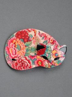 Lea Stein Cats - Gomina brooch. Not lucky enough to own a Lea Stein piece yet. Love this design.