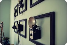 Vintage Camera antique camera display - I really want to do this with all my antique cameras! Empty Frames, Frames On Wall, Framed Wall Art, Empty Wall, 3d Wall, Antique Cameras, Vintage Cameras, Oppa Design, Camera Decor
