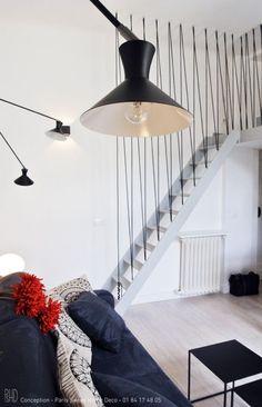 Même si un escalier sans rambarde est très joli, ce n'est pas très sécure surtout quand on a des enfants. Mais qui dit garde-corps ne dit pas forcément une grosse rampe en bois soutenue… Ca…