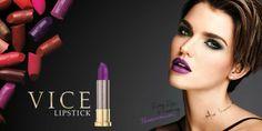 Preparati a scoprire 100 irresistibili nuance e 6 incredibili finish. L'assortimento VICE lipstick di Urban Decay è il più grande di sempre!
