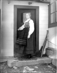 Galleri NOR; Jotunheimen - Ragnhild Repp 1927 Amazing Places, Norway, The Good Place, Ethnic, Costumes, Dolls, Dress Up Clothes, Puppet, Doll