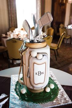 Golf Bag Cake - great for a golfers Birthday, retirement or for the grooms cake.