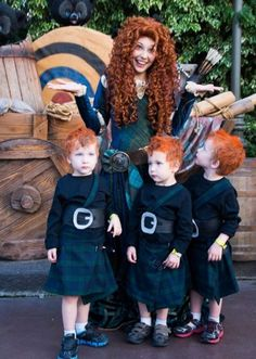 Pixar Disney Brave Cosplay - Merida & her 3 Brothers Disney Pixar, Heros Disney, Disney And Dreamworks, Disney Cosplay, Merida Cosplay, Amazing Cosplay, Best Cosplay, Halloween Kostüm, Halloween Cosplay