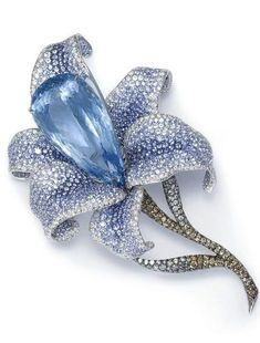 Mounted en tremblant, a pear-cut aquamarine carpel sets the tone for this icy blue, jeweled flower brooch designed by preeminent German jeweler, Catherine Sauvage. High Jewelry, Jewelry Art, Jewelry Design, Flower Jewelry, Silver Jewelry, Vintage Brooches, Vintage Jewelry, Lalique Jewelry, Schmuck Design