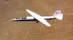 Asa oblíqua Ames-Dryden (AD-1) Avião de pesquisas para investigar o conceito de asas com pivôs, que permitam a mudança de posição destas com relação ao fluxo de ar.  Original: http://aeromagazine.uol.com.br/artigo/avioes-mais-estranhos-da-historia_2815.html#ixzz4g8LS9SvE Follow us: aeromagazine on Facebook