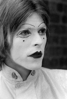 DAVID BOWIE is unarguably fashion's king of self-invention. Mod teenager, hippy with dishevelled curls, Ziggy Stardust, Aladdin Sane, Thin White Duke – Bowie has changed his style more dramatically than any other musician in history. Dorian Gray, Ziggy Stardust, Lady Stardust, Clowns, David Bowie Makeup, Images Of David Bowie, Ray Stevenson, Pierrot Clown, David Bowie Starman