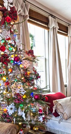 Far Above Rubies: Christmas Living and a quirky tree