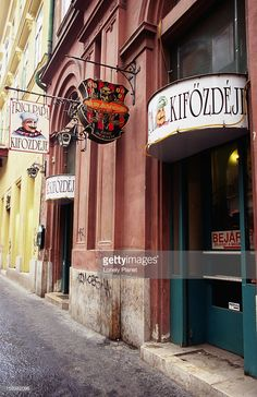 Photo : Exterior of Papa Kifozdeje Restaurant.