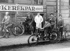 Hajnóczy József (Bors) utca 6. Budapest, Vintage Bicycles, Bors, Historical Photos, Utca, The Past, Marvel, Culture, Black And White