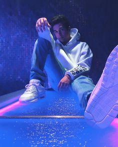 Austin Mahone neon lights