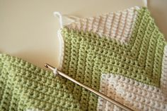 Chevron baby blanket with a straight edge. Tutorial by Eat, Knit and Diy.