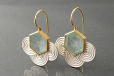 Stunningly beautiful earring design. Chris Carpenter @ cosmima