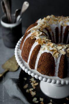 Möhren Gugelhupf mit Käsekuchen Swirl / cheesecake filled carrot bundt cake