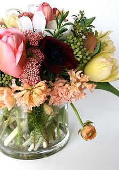 Fresh flowers always make me smile....love this color palette and arrangement.
