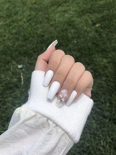 Acrylic Nails Coffin Short, Simple Acrylic Nails, Square Acrylic Nails, Coffin Shape Nails, Fall Acrylic Nails, White Coffin Nails, White Gel Nails, Acrylic Nails Designs Short, Designs For Nails