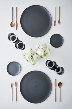 Comment Dresser Une Table, Place Settings, Table Settings, Dining Plates, Dining Sets, Round Dining, Crockery Set, Kitchenware, Leather Sectional Sofas