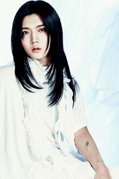 """5 simple reasons to antecipate 'Q IS' : 5. Ren's extensions and androgynous…"