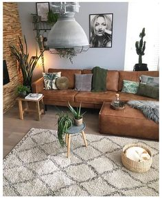 Brown Couch Living Room, Living Room Green, Boho Living Room, Bohemian Living, Green Living Room Furniture, Living Room Ideas Leather Couch, Plants In Living Room, Brown Couch Pillows, Dark Floor Living Room