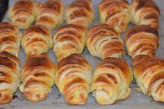 Cornuri cu unt - CAIETUL CU RETETE Hot Dog Buns, Hot Dogs, Unt, Croissant, Bread, Food, Brot, Essen, Crescent Roll