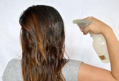 Che succede se spruzzi il succo di limone sui capelli? Prova: risparmierai tempo e denaro...