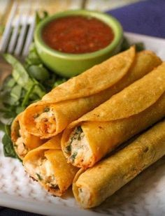 Cream Cheese and Chicken Taquitos. These are SOOO good! You will love these Cream Cheese and Chicken Taquitos. They are a great dinner recipe that the whole family will enjoy! Mexican Dishes, Mexican Food Recipes, Great Recipes, Recipe Ideas, Popular Recipes, Spanish Food Recipes, Vegetarian Mexican, Mexican Meals, Spanish Dishes